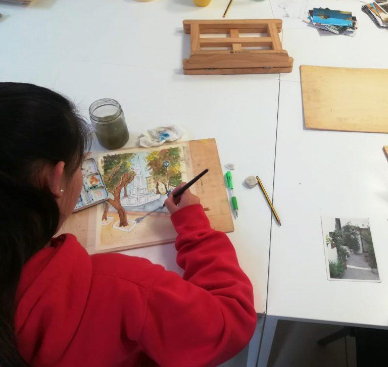 alumna-dibujando